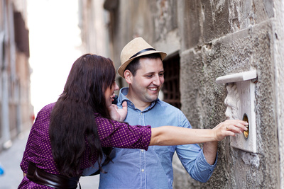 Pavel and Yulia discovering Venice in their photo walking tour