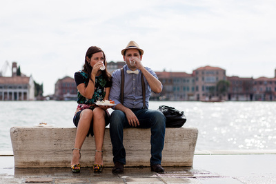 Russian couple relaxing during their photo walking tour