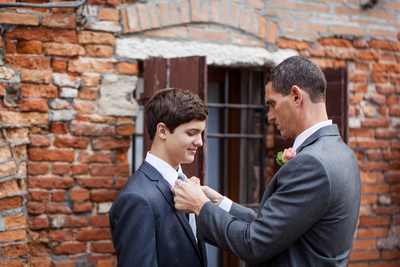 bridegroom helping the son during a photo walk in Venice