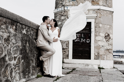 Russian couple kissing at Garda Lake during a couple photo portrait