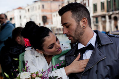 couple hugging during wedding photo shooting in Venice