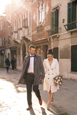Greek couple walking in Venice during informal wedding photo service