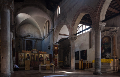 Orthodox church in Venice hosting a wedding photo service