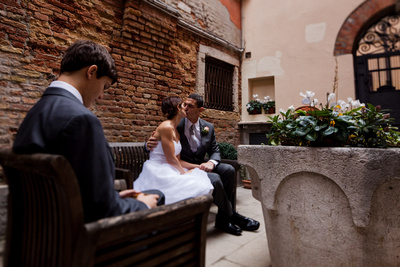 couple kissing during vow renewal photo shooting in Venice