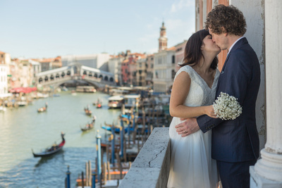 So young, so lovely: wedding photo reportage for a British couple in Venice