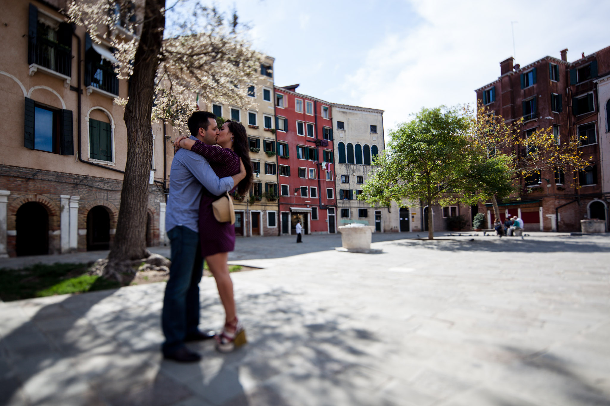 couple hug in square in Venice during honeymoon photo service