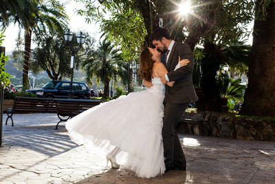 couple dancing in Rapallo during their honeymoon photo service