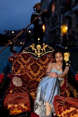bride on a gondola during a wedding photo session in Venice