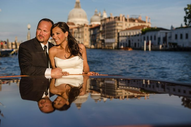 couple hugging during wedding photo service in Venice