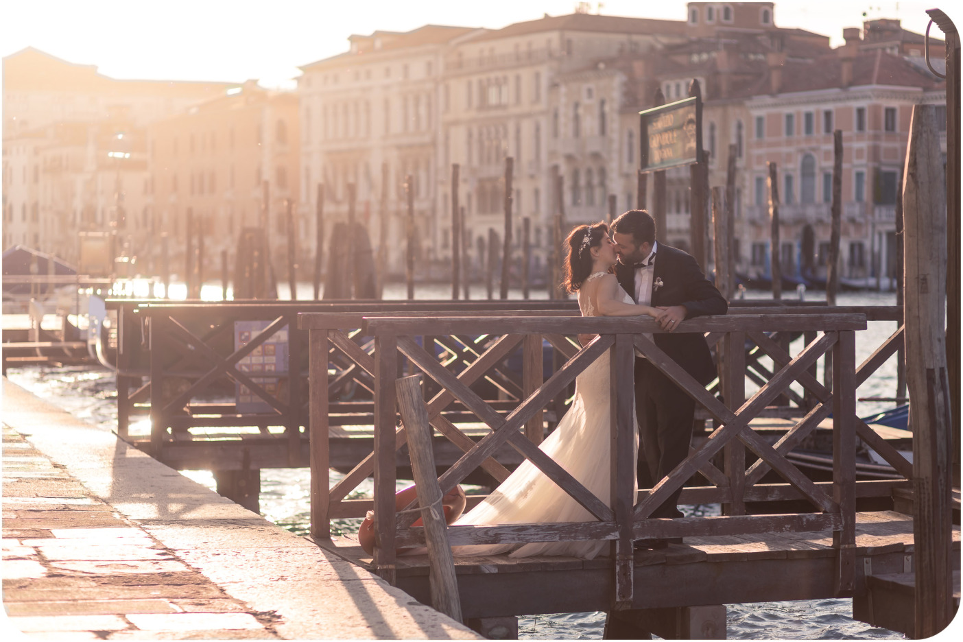 cuple kisisng during couple portrait session in Venice
