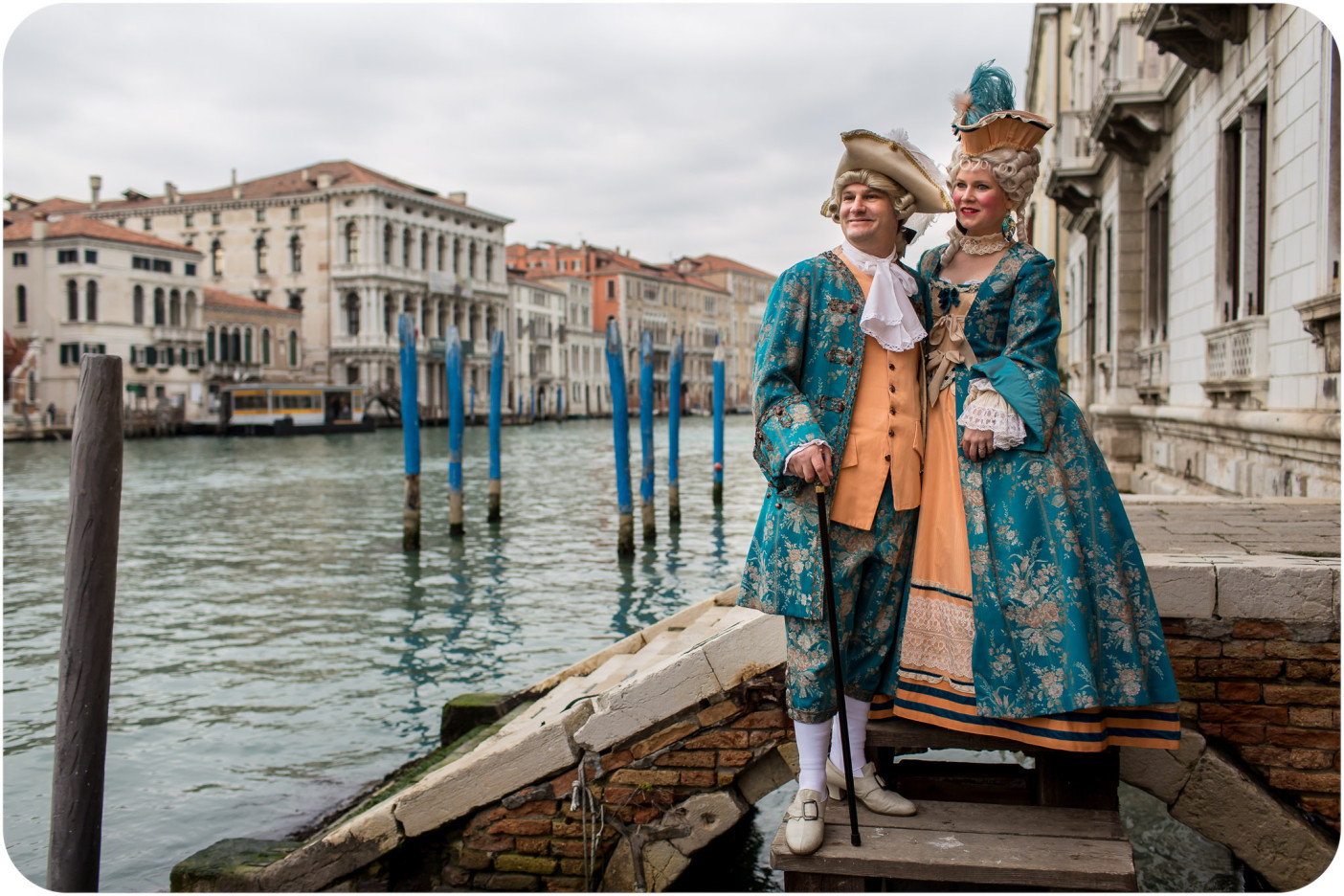 The couple looked very at ease in their Carnival outfits and enjoyed each moment of their photo walk in Venice